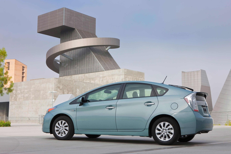 2012_Toyota_Prius_Plugin_001