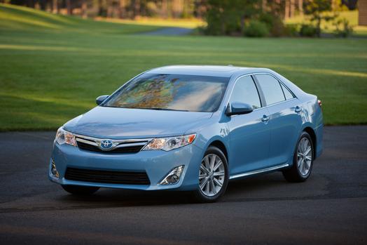 2012_Toyota_Camry_Hybrid_09_39564_2524_low