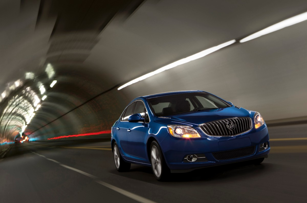 2013-Buick-Verano-Turbo-021-medium