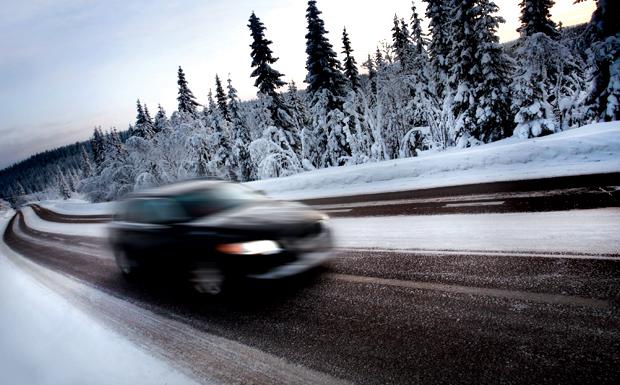 Car-on-winter-road-blur