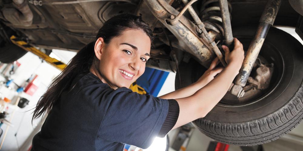img-female-mechanic